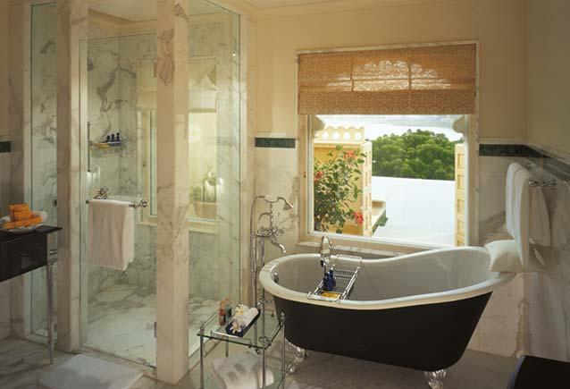 Bathroom-with-Victorian-style-bathtub